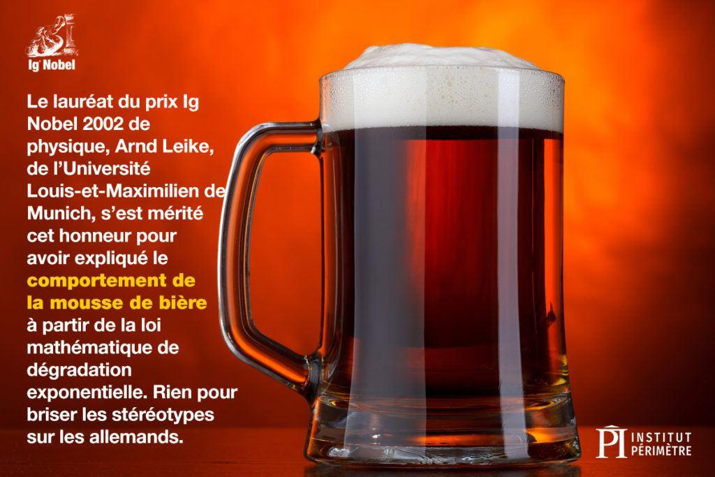 Gros plan d'une chope de bière brune