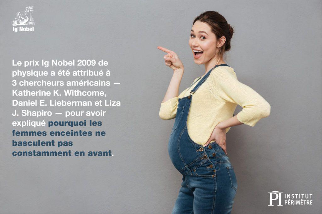 Profil de côté d'une femme enceinte en combinaison pointant vers sa droite